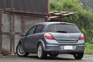「日本市場撤退間際に放たれた最後のオペルアストラ」ターボモデル販売台数は2年間でたったの53台!【ManiaxCars】