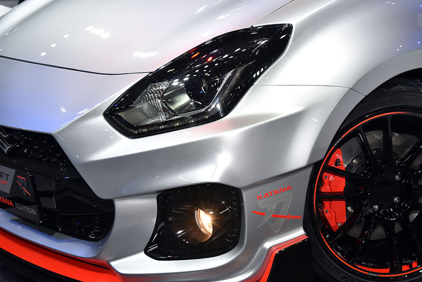 【東京オートサロン2020】スズキスイフトスポーツKATANAエディションがカッコよすぎる!!