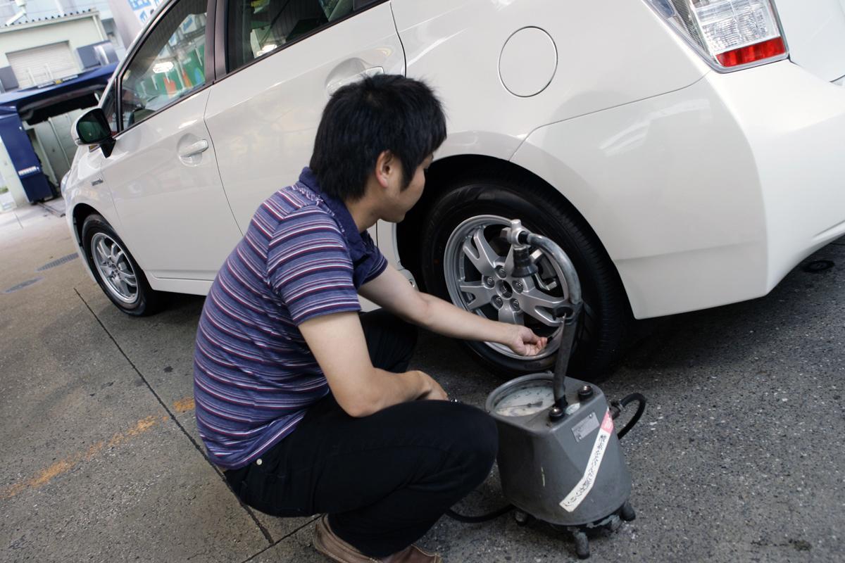 【クルマに貼ってある表示どおりで大丈夫?】クルマのタイヤをサイズ変更した場合の正しい「適正空気圧」とは