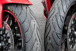 ダンロップ新型ツーリングタイヤを新旧比較 「ROADSMART IV(ロードスマート・フォー)」の進化と特徴を体験