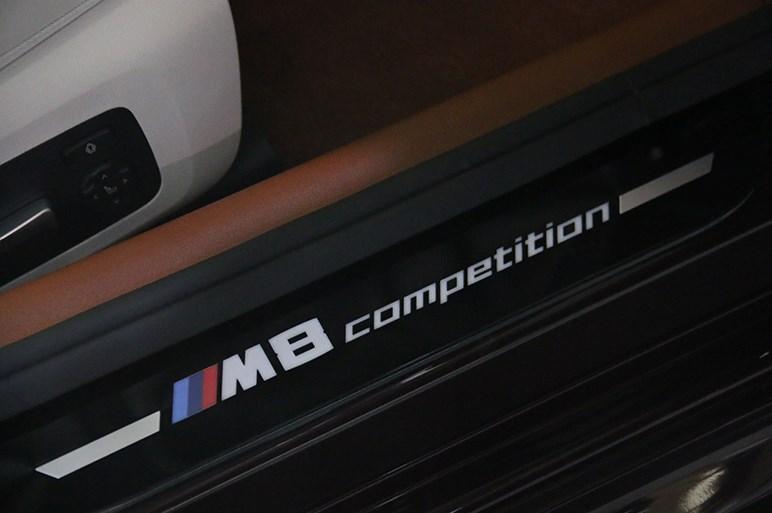 600psのV8エンジンはでっかいお守り? 一般道ではストレスが溜まりそうなBMW M8グランクーペは誰が買う?