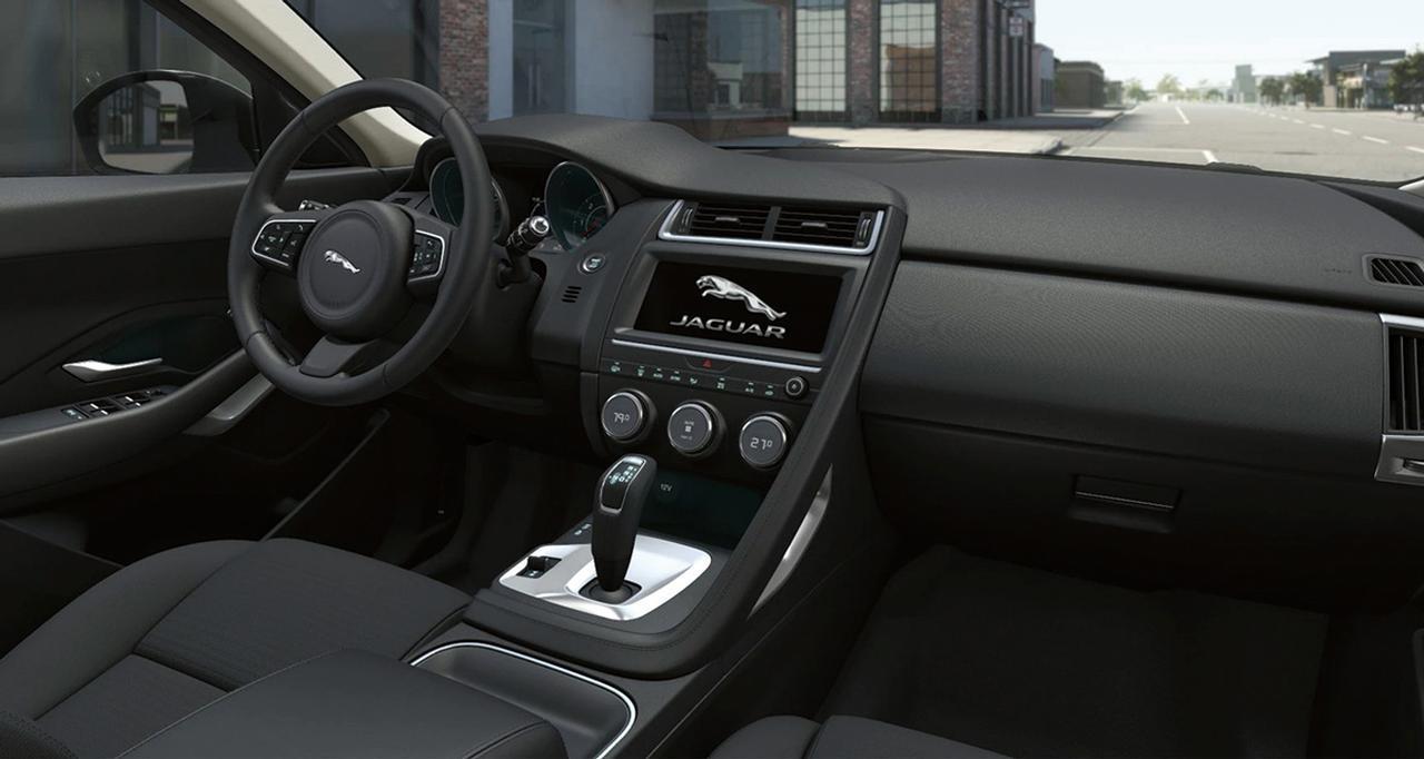 ベイビージャガーのEペイス誕生1周年に、限定車「CONNECTED」を100台発売