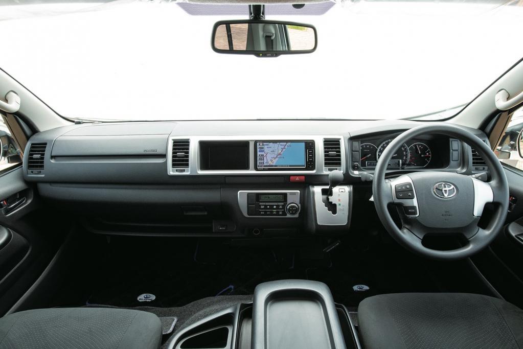 【簡易キャンパーで遊ぼう!】トヨタ・ハイエース〈DIRECT CARS/ボンド・ポップアップルーフ〉