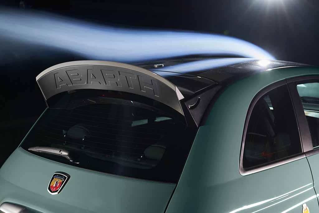 アバルトの70周年を記念した「695セッタンタ・アニヴェルサーリオ」が100台限定で予約開始