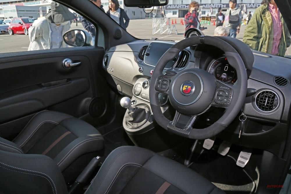 アバルト695セッタンタ・アニヴェルサーリオを撮影 70周年記念限定車、日本発売