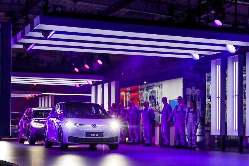 フォルクスワーゲン 電気自動車攻勢 ツヴィッカウ工場で本格生産開始【動画】