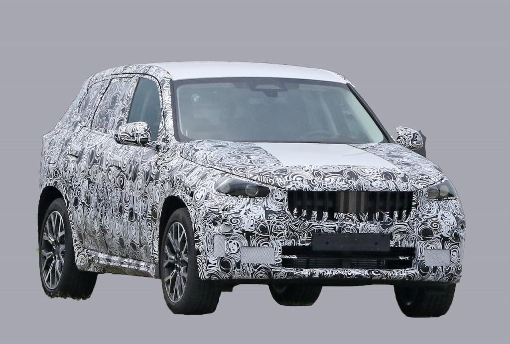 【スクープ】3代目はクーペ風にスタイリッシュ? 次期「BMW X1」を初キャッチ!