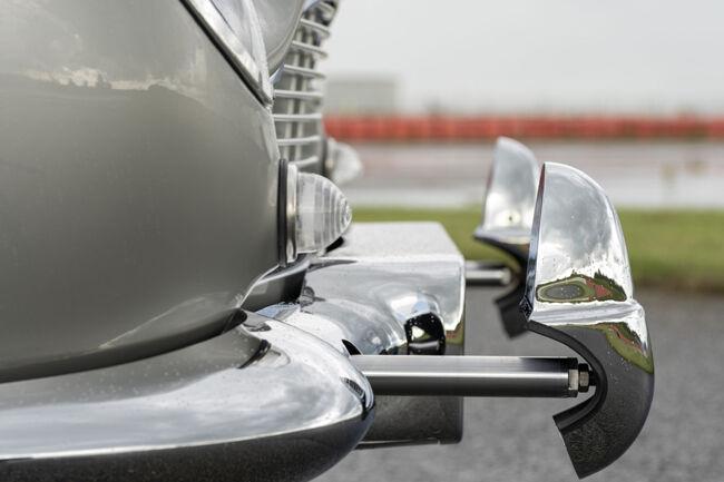 ボンドカーのアストンマーティンDB5の新車、「DB5ゴールドフィンガー コンティニュエーション」の第1号車が完成