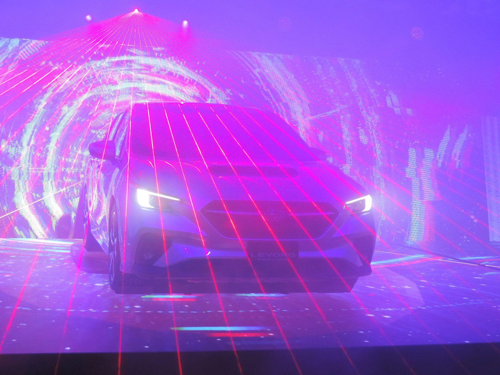 スバル 2020年後半に市販予定の新型「レヴォーグ」プロトタイプを公開 手放し運転を実用化