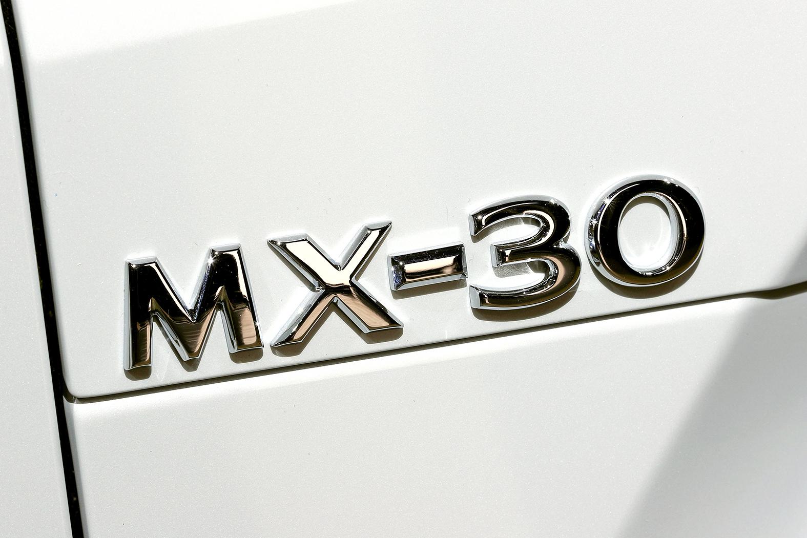 マツダ初の量産EVモデル「MX-30」初公開