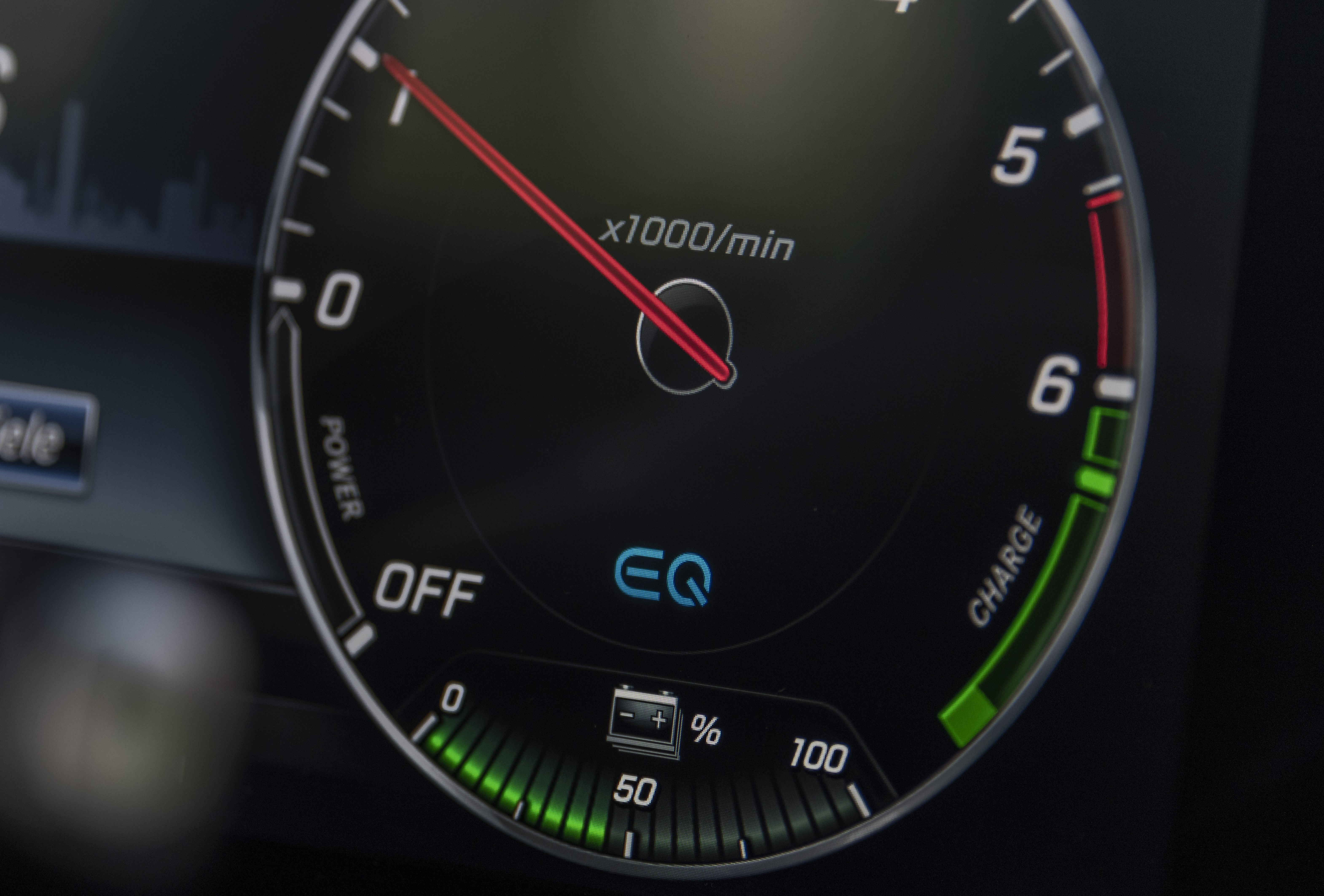日本初上陸のディーゼルPHV! メルセデス・ベンツ E350de登場!