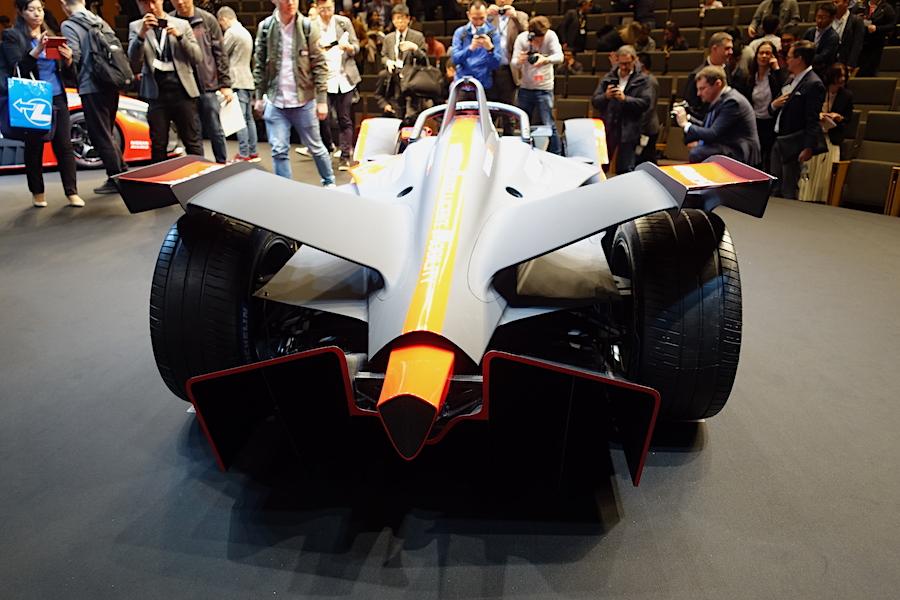 日産フォーミュラEシーズン6 ドライバー&マシンを披露