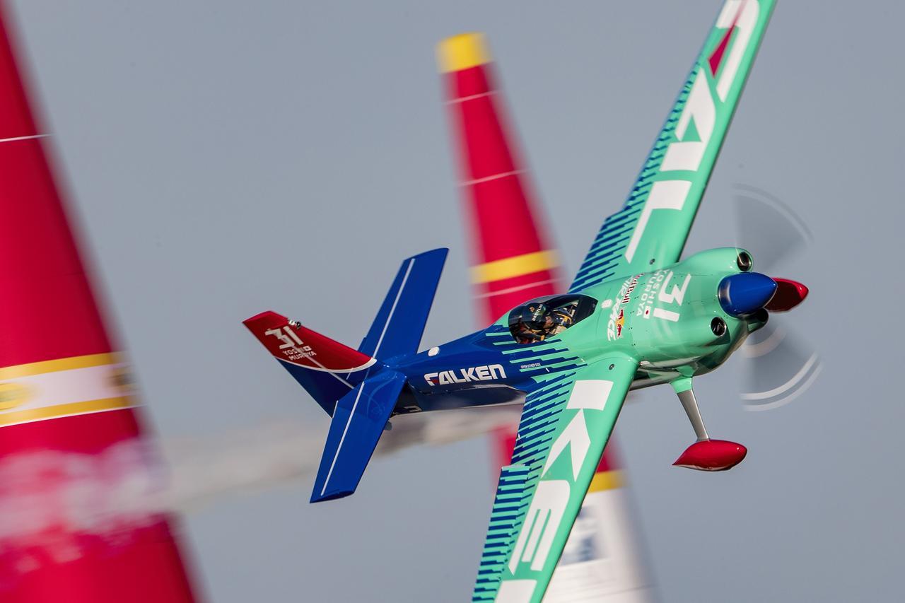 【ニュース】レッドブル・エアレース、最終戦でソンカ選手が優勝してワールドチャンピオンに輝く!