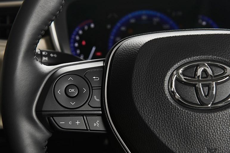 新型トヨタ カローラセダン、北米向けはスポーティなスタイル
