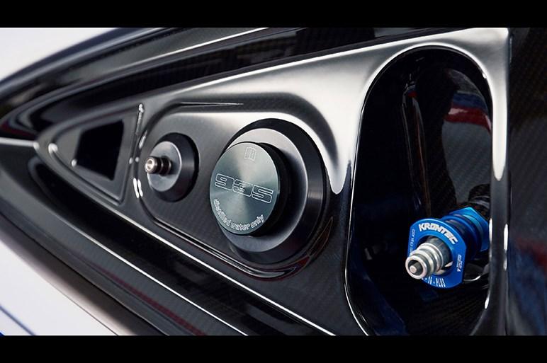 ポルシェが現代版「935」をサプライズ発表。伝説的マシン風のディテールが凄い