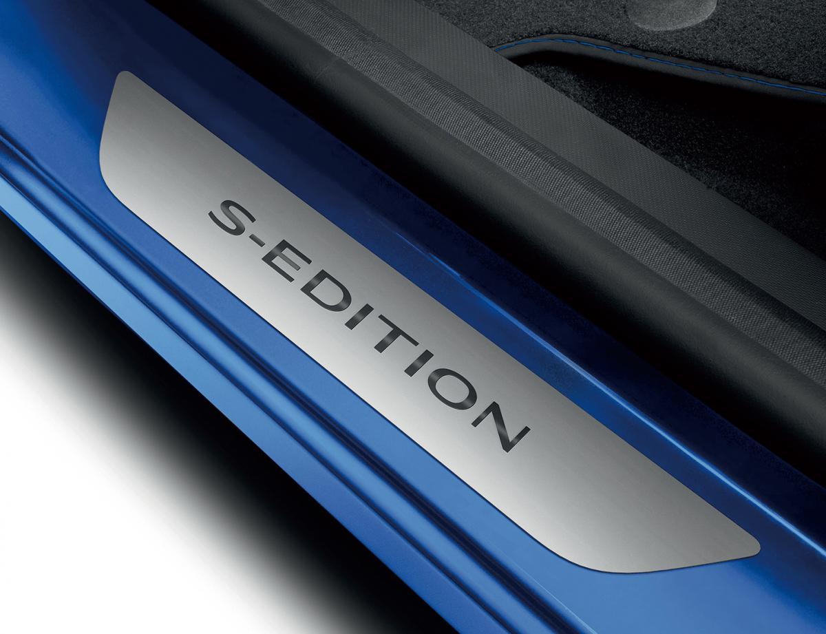 限定車「ルノー キャプチャー S-EDITION」発売! 15足のみの特別なスニーカーも当たる!