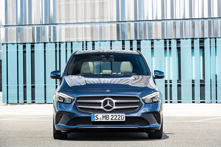 新型メルセデスBクラスがドイツで受注開始 「ハイ!メルセデス」も搭載