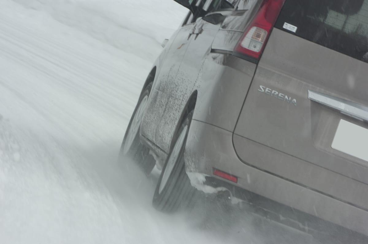 今年の冬はチェーンがないと走れない? 装着簡単のタイヤチェーンがカーメイトから登場 バイアスロン セルフィット