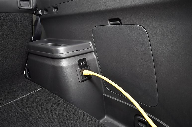 アウトランダーPHEV改良版を発売。EV走行を優先させる新機能などを装備