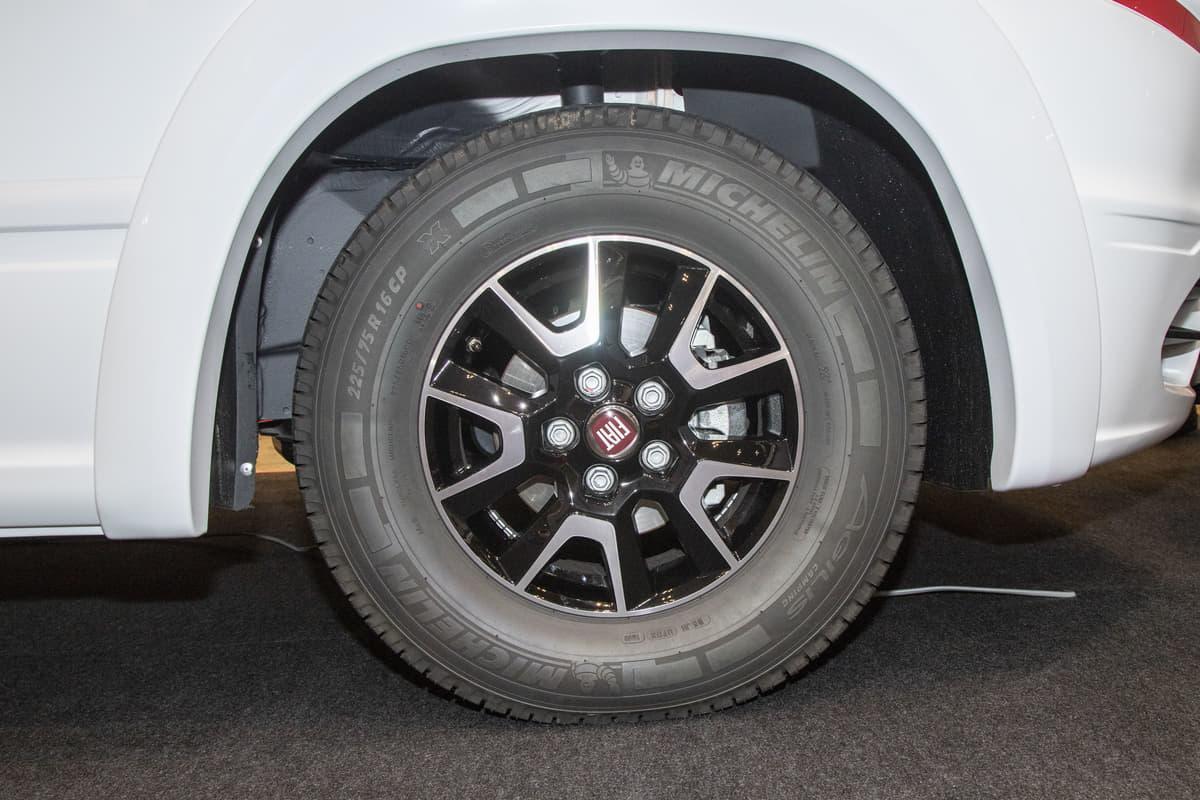 ミシュランの「キャンピングカー専用タイヤ」はトラック用となにが違う?