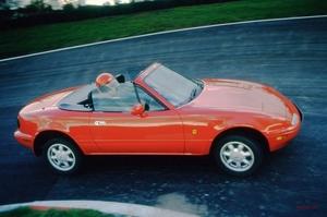 なぜオープンカーは激減したのか SUVの影響? メーカーの見解 解決策は