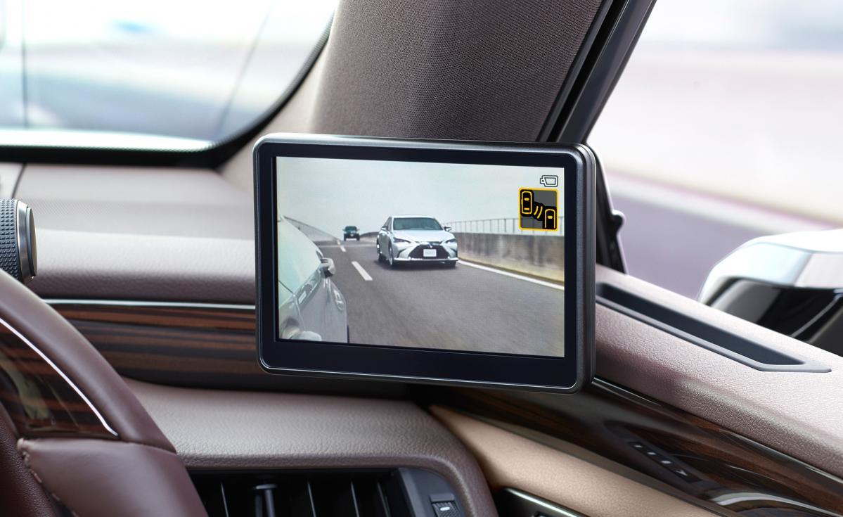圧倒的な視認性!? 新型レクサスESにデジタルアウターミラーを世界初採用!!