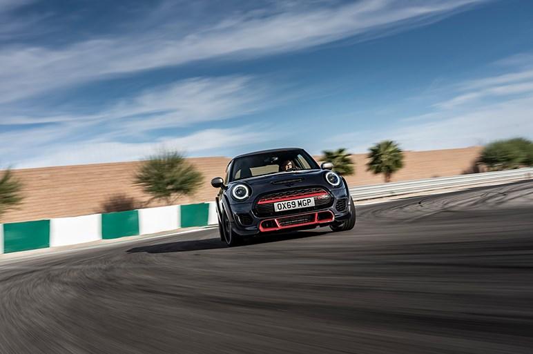MINI史上最速、ジョンクーパーワークスGPの新型が発売。0-100km/hは5.2秒、最高速265km/h