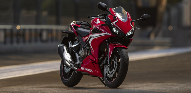 日常的なストリートユースからツーリングまで幅広く対応したホンダのカジュアルスポーツバイク「CBR400R」