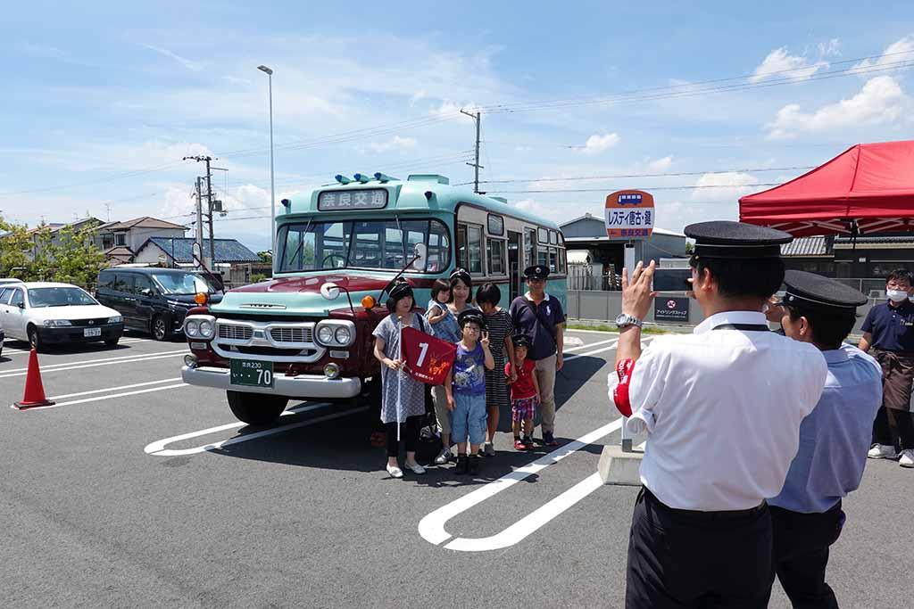 「道の駅レスティ唐古・鍵イベント」で奈良交通がバス部品即売会とボンネットバス試乗会を開催!
