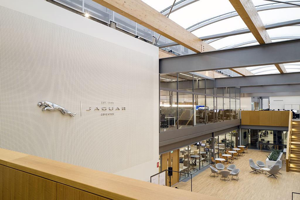 次世代ジャガーはここで描かれる!「JAGUAR DESIGN STUDIO/ジャガー・デザイン・スタジオ」