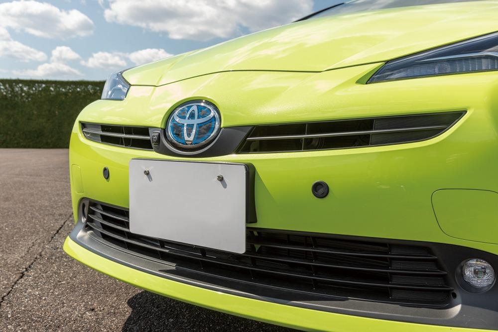 【大丈夫? 走行中に加速しない!】トヨタが業界初採用 走行中「アクセルとブレーキ踏み間違い抑制システム」