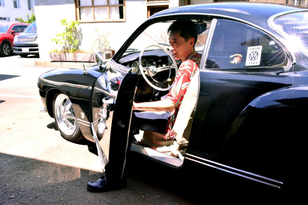 出逢いから約25年後、念願の1963年式VWカルマンギアを手に入れた竹下利明さん(52才)