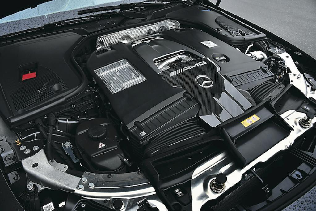 隠れた実力派サルーン、しかも超弩級の速さを持っている! それがメルセデスAMG GT 4ドア
