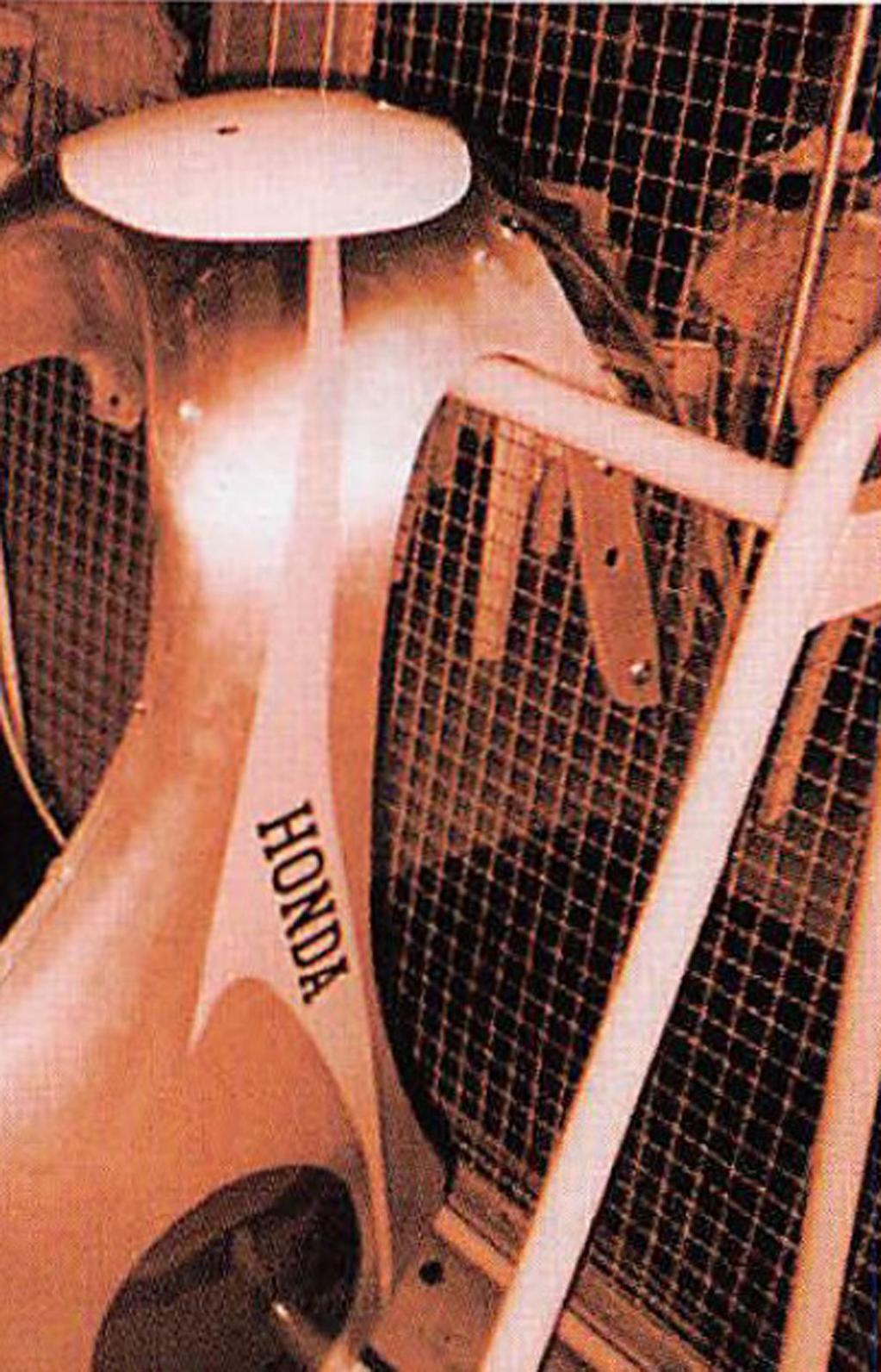 カスタム不要のスーパーカブ?  DOHC4バルブ搭載の名車「CR110カブレーシング」って?