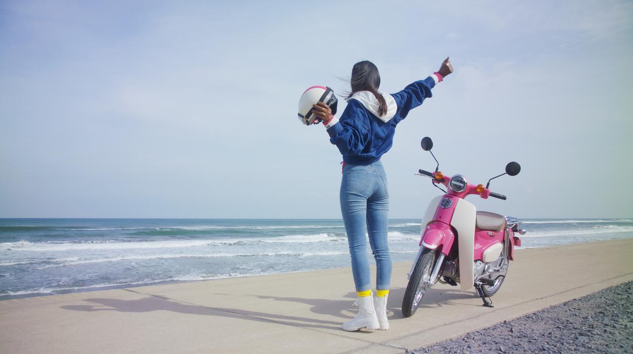 ピンクの「スーパーカブ110」でかけがえのない旅の思い出を。ホンダのレンタルバイク「HondaGO BIKE RENTAL」とは?