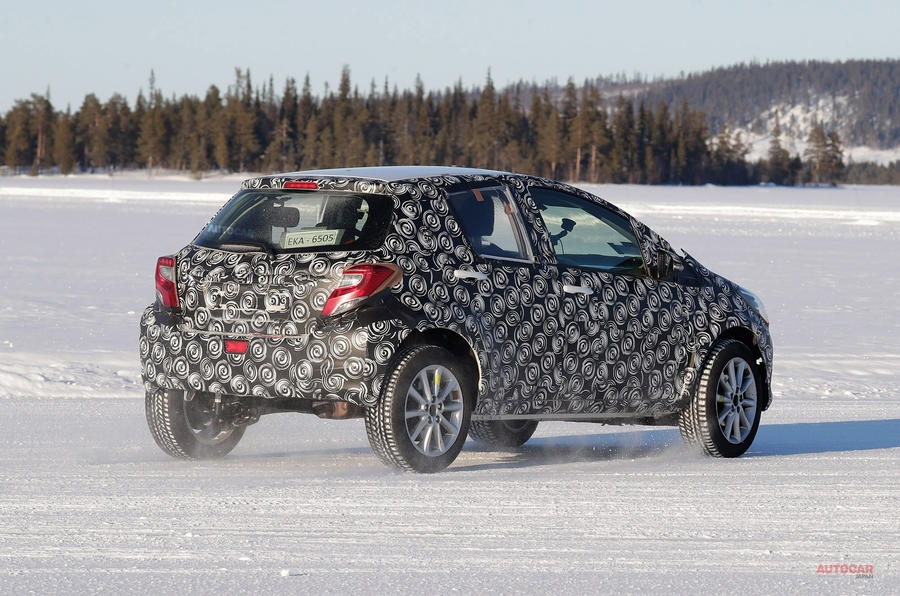 【四輪駆動ハイブリッド】トヨタ新しい小型SUV 冬季テストを開始 2020年後半発表 欧州