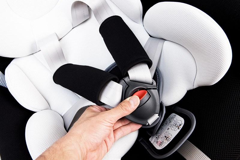【夏の運転トラブル注意】チャイルドシートは保護者の義務、旅先での安全を確保するために