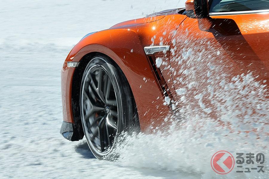 雪道を夏タイヤで走るのは危険! 制動距離はスタッドレスタイヤの約1.7倍という結果に