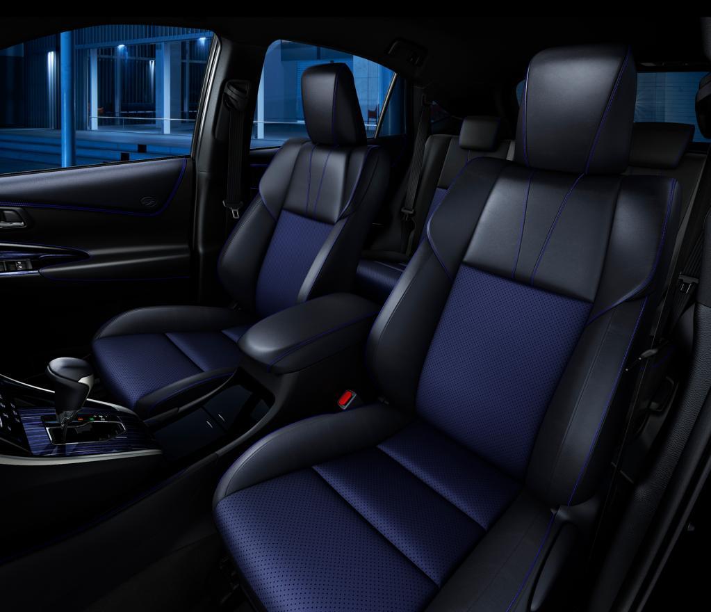 ブルー内装がクールなハリアー、「Style BLUEISH」発売
