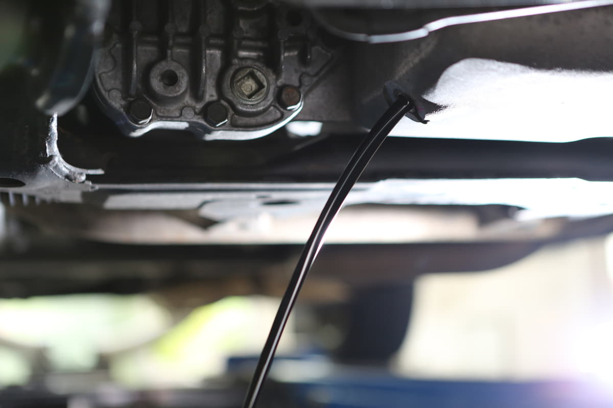 エンジンオイルのマメ知識4つ! 正しい種類や粘度の選び方、交換サイクルを知る
