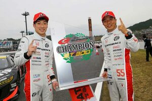 チェッカー目前の逆転で11号車GAINER GT-R優勝。高木&福住組ARTAが2019年王者に/スーパーGT第8戦もてぎ GT300決勝