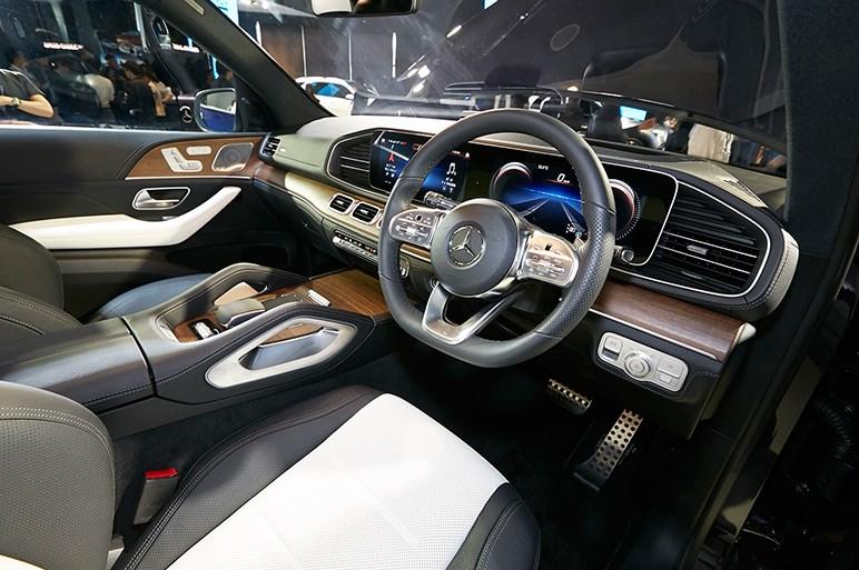 メルセデスGLEがフルモデルチェンジ。1000万円を切る4気筒ディーゼルの300dがお買い得