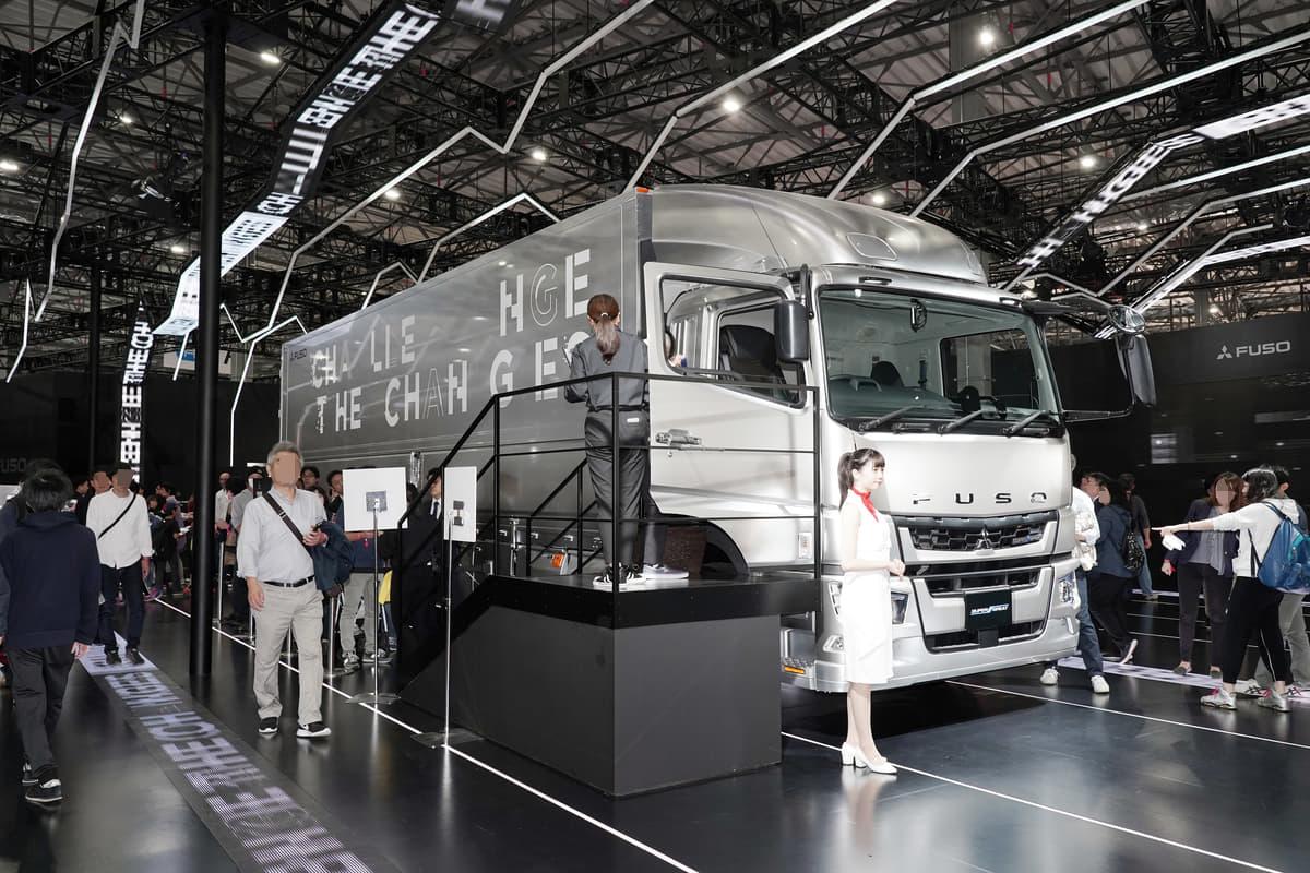 大型トラックも自動運転化へ! 三菱ふそう『スーパーグレート』レベル2の運転支援技術を搭載