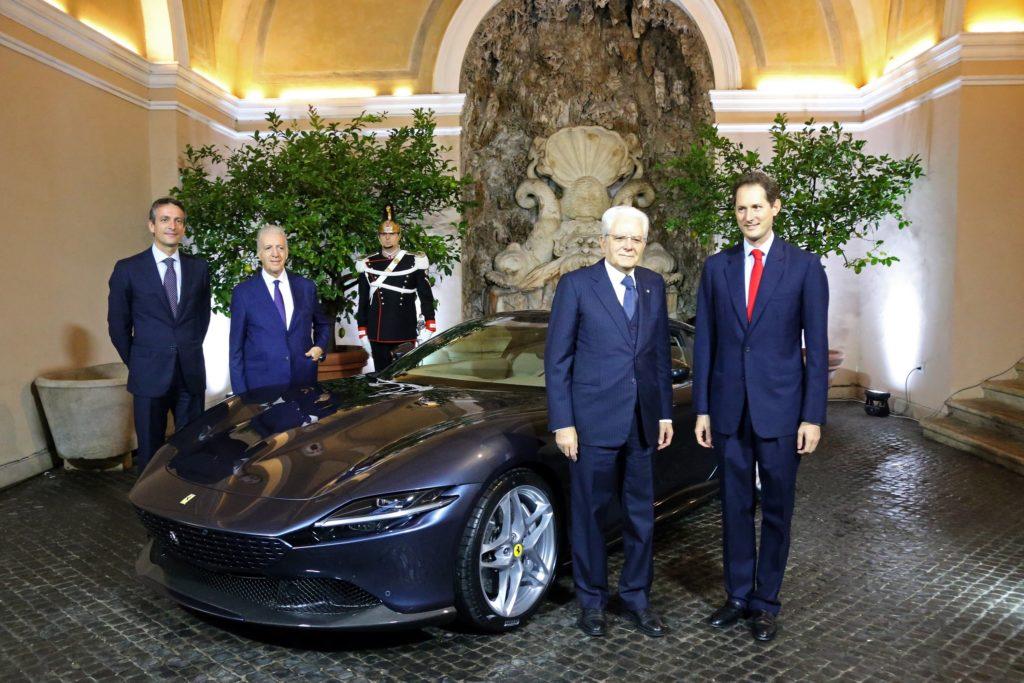 フェラーリの最新GTクーペ「ローマ」がイタリア官邸で大統領を表敬訪問