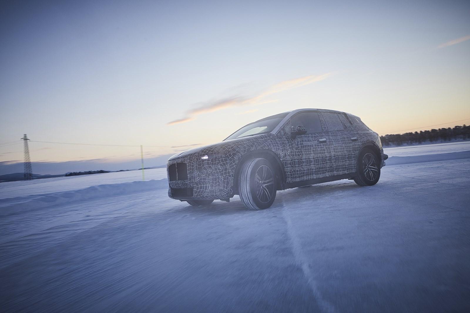 BMWの大型電動駆動SUVの開発は順調に進んでいる模様