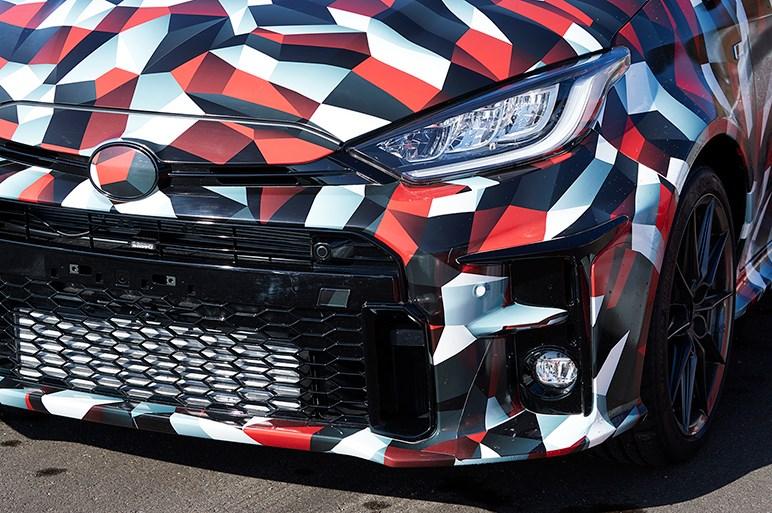 GRヤリス試乗。詳細未発表のプロトタイプだが、トヨタが開発したWRCマシン級のゴリゴリ性能に驚く