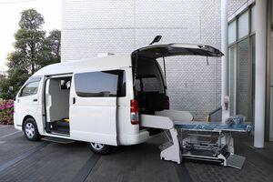 トヨタ、医療機関向けに廉価な中古車リース 大学病院には重症患者移送用車両を提供