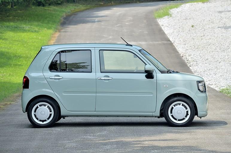 ミラ トコットはありそうで無かった軽自動車。ベースモデルがオススメ