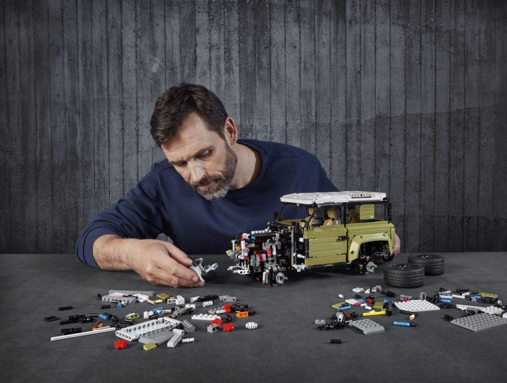 ランドローバー ディフェンダー、「レゴ」と「ムストー」とのパートナーシップを発表