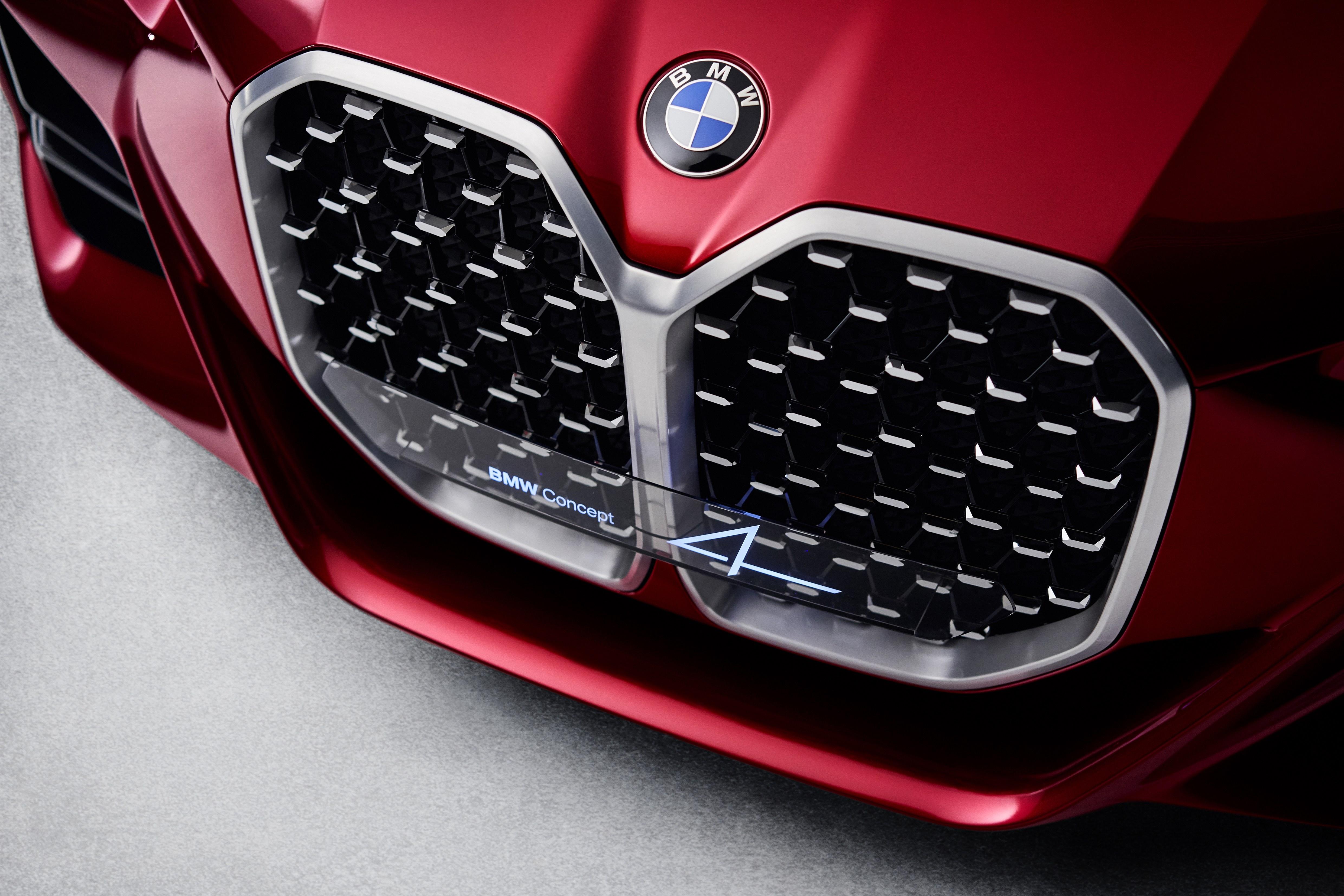 BMWのフロントグリルは大型化が止まらない! コンセプト4登場